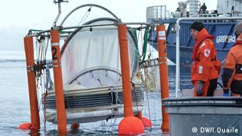 Mescosms or giant test-tubes are lowered into the Arctic Ocean. Foto: I Quaile, Svalbard 2010.