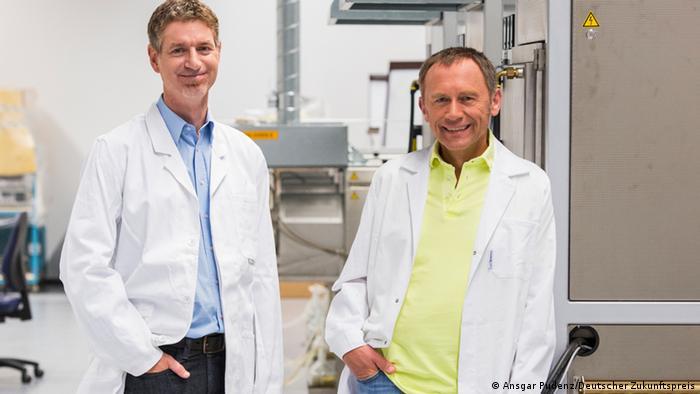 Peter Schmidt and Wolfgang Schnick (Photo: Ansgar Pudenz/ Deutscher Zukunftspreis)