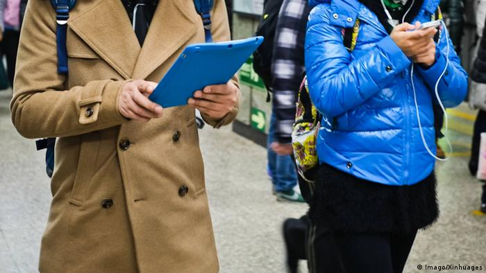 Smartphones und Tablets (Imago/Xinhuages)