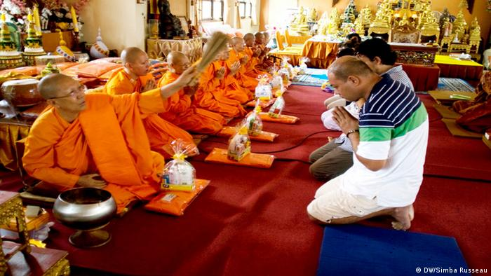 Religious ceremony at the Songdhammakalyani Monastery (photo: DW/Simba Russeau)