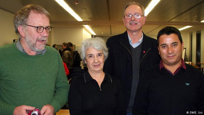 De izquierda a derecha, Hans Jürgen Preuss-Hinzer, Fundación Rosa Luxemburgo, la pediatra Ruth Kries Saavedra, Wolfgang Uellenberg van Dawen, del sindicato Ver.di y Cristián Cuevas Zambrano.