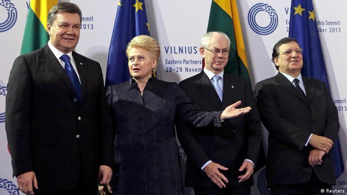 Yanukóvich (izq.) negoció una alianza con la UE y luego la desconoció.