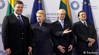 An EU summit with various politicans
