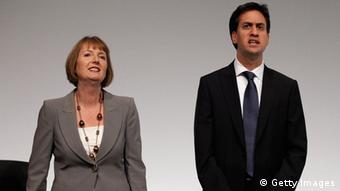 Two Labour Party parliamentarians sing the party hymn (C) Christopher Furlong/Getty Images