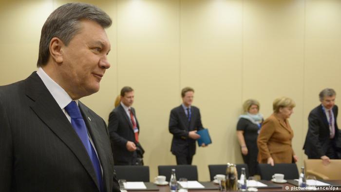 Виктор Янукович (на переднем плане)