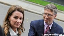 file - Computer giant Microsoft founder Bill Gates (R) speaks to reporters as he leaves 10 Downing Street with his wife Melinda (L) after a meeting with British Prime Minister David Cameron in central London, Britain, 18 October 2010. EPA/DANIEL DEME/dpa (zu dpa Bill und Melinda Gates werden mit Bambi ausgezeichnet vom 31.10.2013) pixel