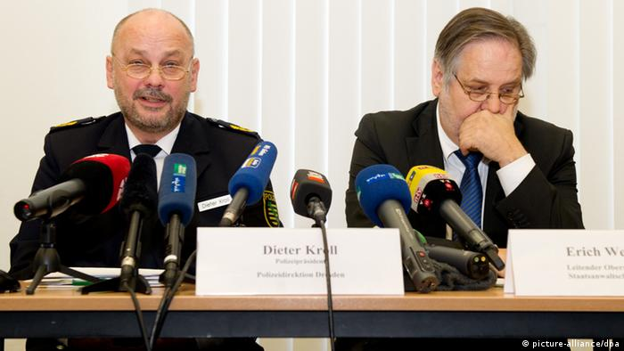 Dresden's police Dieter Kroll (L) and presiding chief prosecutor at the Dresden public prosecutor's office Erich Wenzlick sit next to each other during a press conference in Dresden, Germany, 29 November 2013. Photo: SEBASTIAN KAHNERT