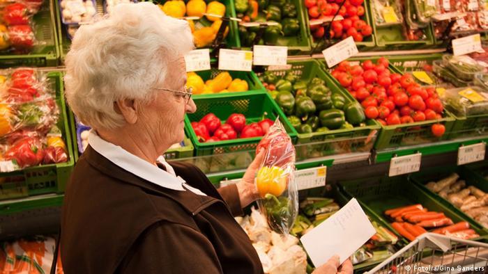 Nicht zu viel des Guten Wir sollten uns vor dem Einkauf gut überlegen was wir kochen wollen und nur das kaufen, was wir wirklich brauchen. Vor allem Obst, Gemüse und Fleisch, halten sich nicht lange und sollten daher schnell nach dem Einkauf verbraucht werden. Je gezielter wir einkaufen, desto seltener landen Lebensmittel im Müll.