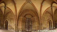 #13447072 - Alte massiveTür im Kloster Maulbronn © focus finder