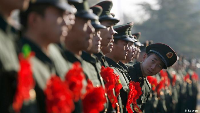 China Armee Hangzhou Soldaten 30.11.2013 (Reuters)