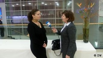 Eda Zari Künstlerin Albanien mit Mimoza Kelmendi DW