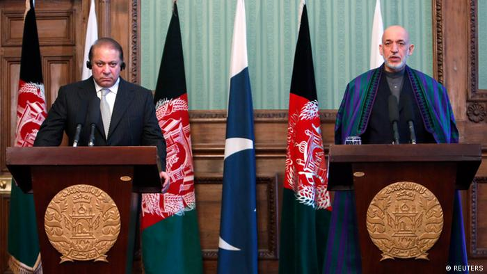 Afghan President Hamid Karzai (R) and Pakistani Prime Minister Nawaz Sharif attend a joint news conference in Kabul November 30, 2013 (Photo: REUTERS/Mohammad)
