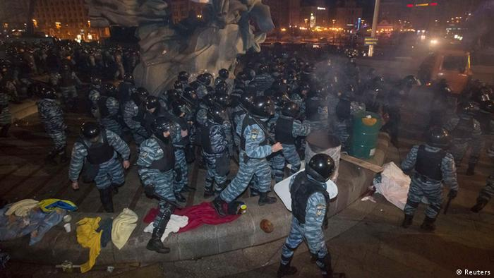 Разгон демонстрантов в центре Киева в ночь на 30 ноября 2013 года