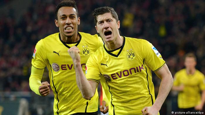 Dortmund's Robert Lewandowski (R), with Pierre-Emerick Aubameyang, celebrates after making it 2-1 for his side against Mainz on 30 November 2013. Photo: ROLAND HOLSCHNEIDER