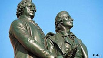 Памятник Гёте и Шиллеру у Национального театра в Веймаре
