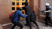 Unidentified men break the door of the Kiev City State Administration (Kiev City Council) building during a rally held by supporters of EU integration in Kiev, December 1, 2013. Ukraine's interior minister warned tens of thousands of protesters starting a pro-Europe rally in the capital Kiev on Sunday that police would respond if there were mass disturbances. REUTERS/Valentyn Ogirenko (UKRAINE - Tags: POLITICS CIVIL UNREST TPX IMAGES OF THE DAY)