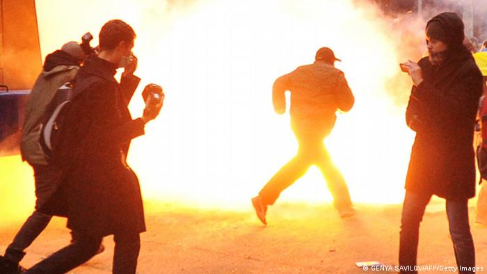 Zusammenstoß von Polizei und Regierungsgegnern (Foto: AFP/Getty Images)