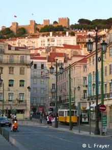 Вулиця у столиці Португалії - Лісабоні.