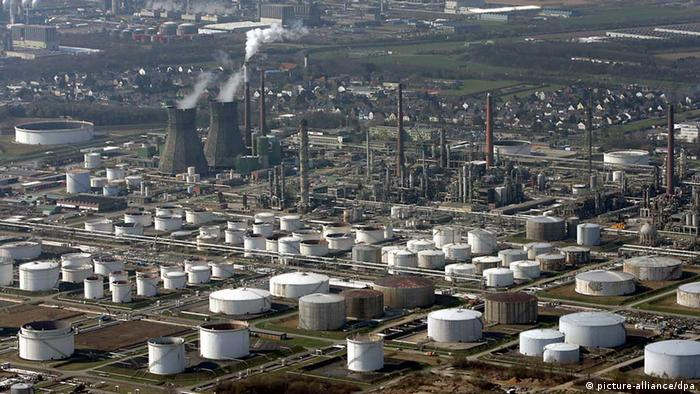Shell's Oil refinery in Godorf near Cologne (Photo: Oliver Berg/dpa)