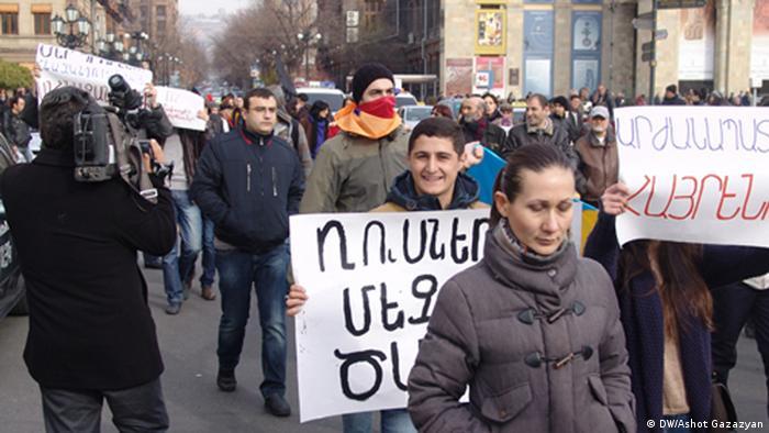 Участники акции протеста против вступления Армении в ТС и визита Путина в Ереване 2 декабря