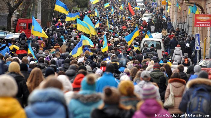 Киев, Украина, многотысячные протесты против действий правительства
