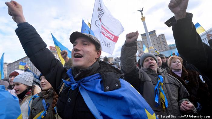 People shout slogans and wave flags of Ukraine and the European Union during a rally of the opposition on Independence Square in Kyiv (Photo: SERGEI SUPINSKY/AFP/ Getty Images)