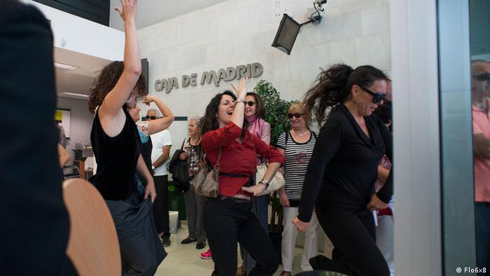 La Nina Ninja, wearing sunglasses, leads a flamenco flash mob in bank in southern Spain Name of the photographer/source: Flo6x8 Pressebilder Date the pic was taken? 22.05.2013 Where was the pic taken? southern Spain