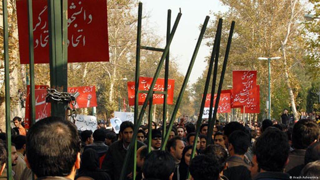 ۱۶ آذر روز دانشجو؛ ″ما صدای تاریخیم″   ایران   DW   07.12.2017