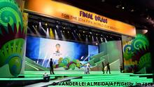 FBL-WC2014-BRAZIL-FINAL-DRAW-PREPARATIONS Bildunterschrift: Workers put finishing touches to the stage where the Brazil 2014 FIFA World Cup final draw will take place --next December 6--, in Costa do Sauipe, state of Bahia, on December 2, 2013. AFP PHOTO/VANDERLEI ALMEIDA (Photo credit should read VANDERLEI ALMEIDA/AFP/Getty Images) Erstellt am: 02 Dez 2013