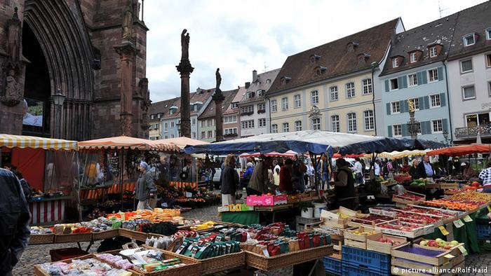Blick auf den Markt vor dem Freiburger Münster