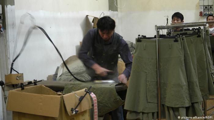 Kineski radnik u jednoj od hala