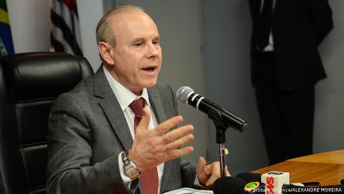 Apesar de queda do PIB, Mantega diz que Brasil mantém rota de crescimento