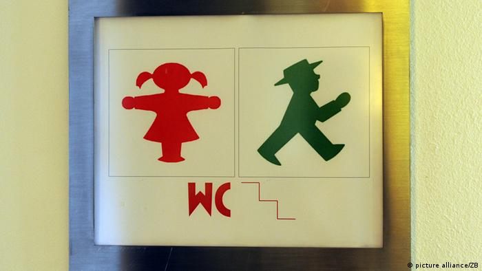 Sign for the toilet, Copyright: picture alliance/ZB