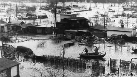 Archivbild der Sturmflut in Hamburg vom 17.02.1962