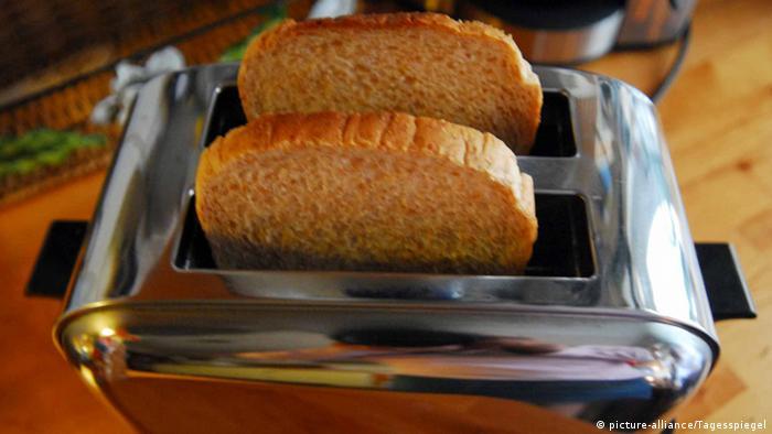 Symbolbild Toaster Toast Haushaltsgerät