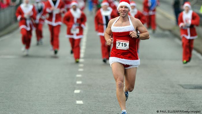 Großbritannien 5 km Weihnachtsmann Lauf in Liverpool