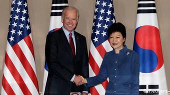 Biden mit Park Geun-hye in Seoul 06.12.2013