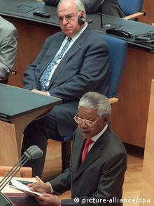 Nelson Mandela speaks in the Bundestag