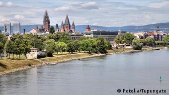 Pogled na Mainz s druge strane Rajne (Fotolia/Tupungato)