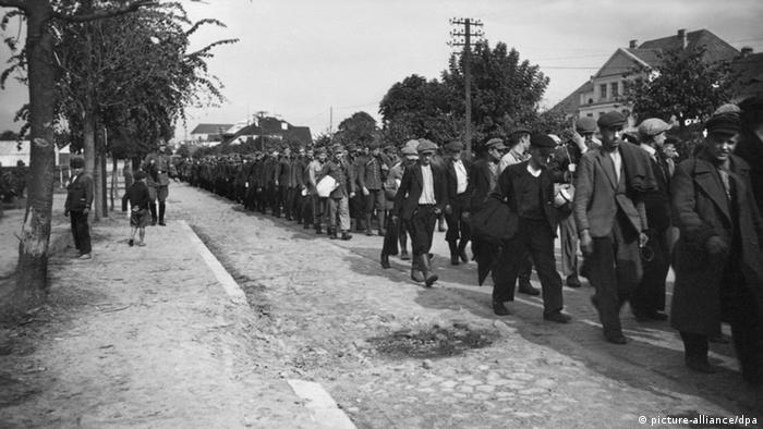 Marš zarobljenika iz Beograda u Požarevac, 1941.
