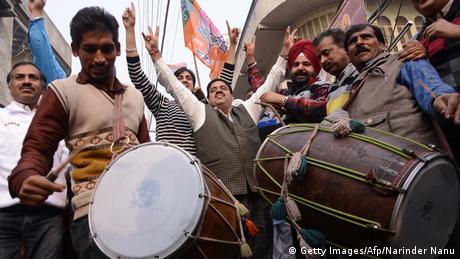 Anhänger der BJP feiern Wahlergebnis