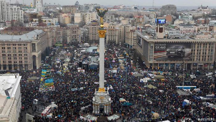 Незважаючи на судову заборону мирних зібрань, люди вийшли на Марш мільйона на Майдані 8 грудня 2013 року