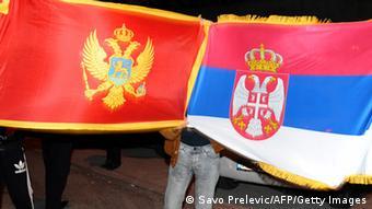 Serbien und Montenegro Flaggen (Savo Prelevic/AFP/Getty Images)