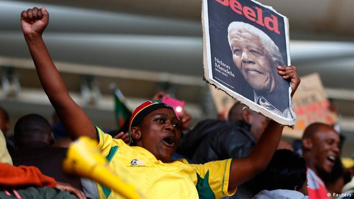 Nelson Mandela Zeremonie Beisetzung Stadion Junge Plakat