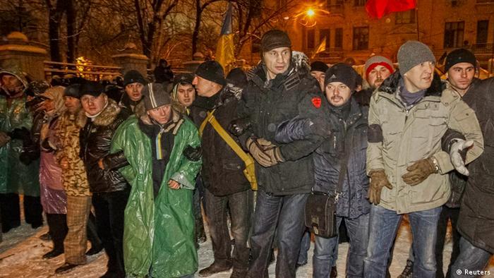 Виталий Кличко и члены его партии Удар на пикете в Киеве
