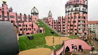 La Maison de Hundertwasser, aussi surnommée la citadelle verte à cause de son toit.
