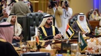 Treffen der Staatschefs der Golfstaaten, im Vordergrund: Scheich Al Maktoum Dubai aus den Vereinigten Arabischen Emiraten, 10.12.2013 (Foto: Reuters)