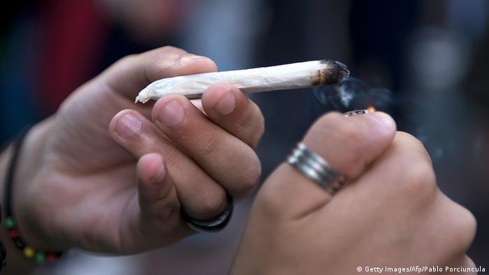 Uruguay erlaubt Marihuana-Handel