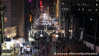 Božićno ukrašena ulica u Turskoj