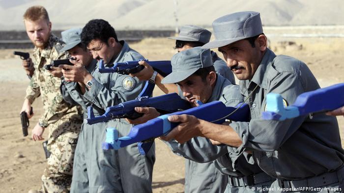 Ausbildung afghanischer Polizisten durch deutsche Militärpolizei in Faisabad
